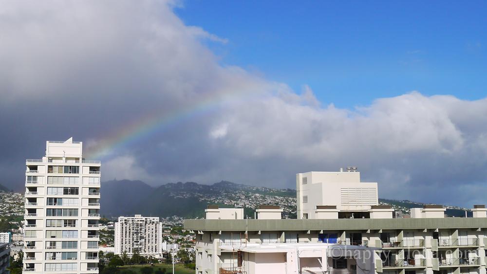 ホテルの部屋からみえる虹