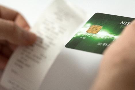 チップをカードで払う