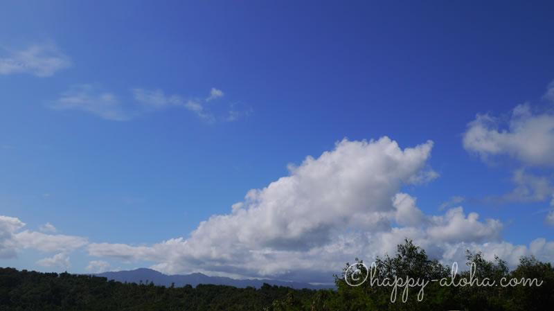 青空の中の雲