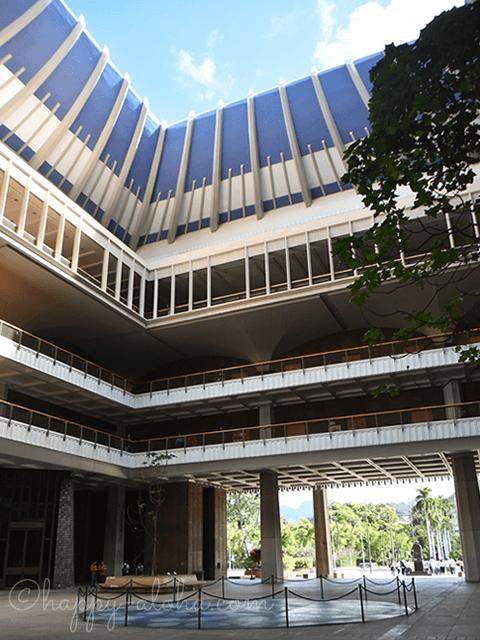 ハワイ州庁舎の中央の吹き抜け
