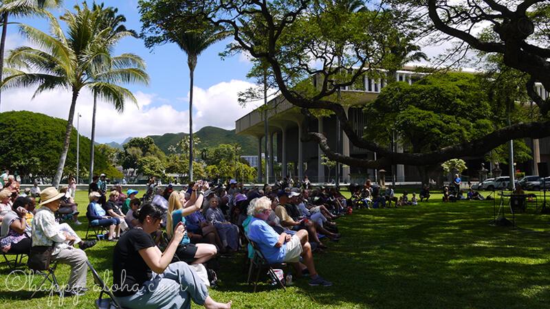 遠くにハワイ州庁舎