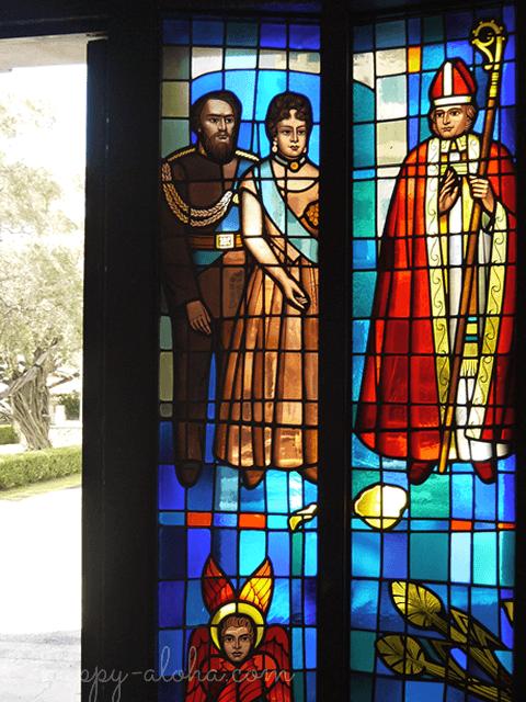 ステンドグラスのカメハメハ4世とエマ王妃