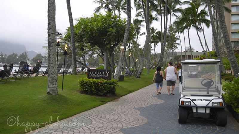ビーチ沿いの道