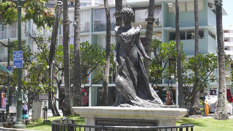 プリンセス・カイウラニ像