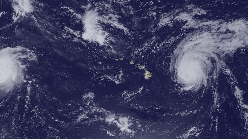 ハワイに向かう台風