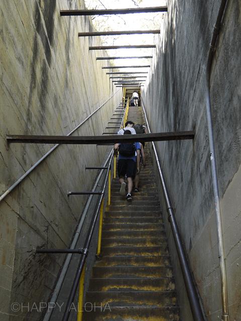 ダイアモンドヘッド頂上へのきつい階段