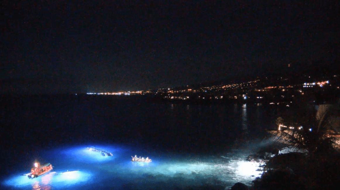 ライブカメラからの夜のコナ湾